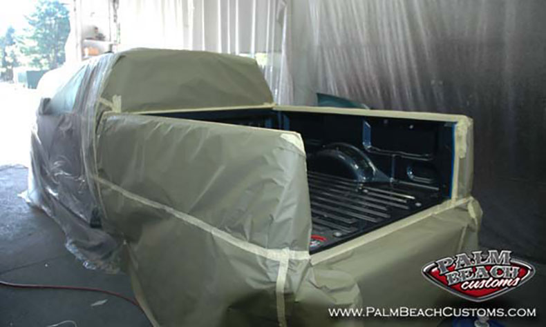 Dark-Blue-Truck-Bedlining-preparation-phase